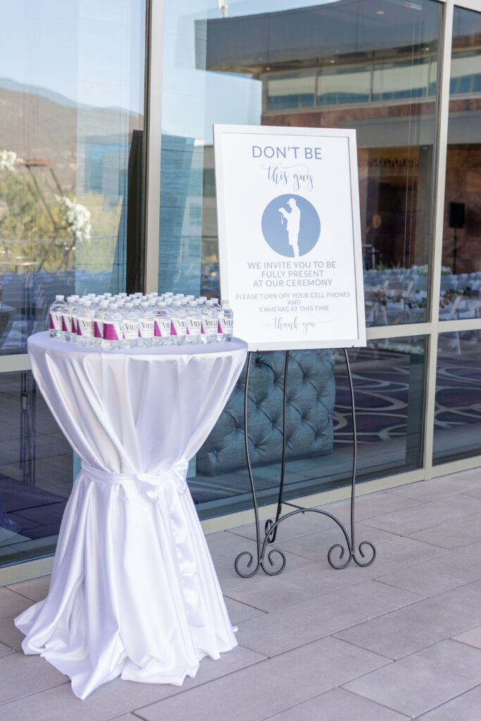 Unplugged wedding signs, how to have an unplugged wedding